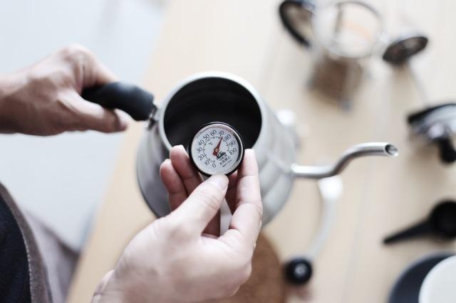 Sử dụng nhiệt độ vừa phải và phù hợp với loại cà phê khi pha chế.